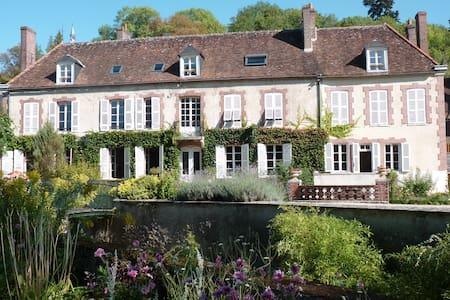 Le Clos Saint Nicolas.Chambre Rose - Château-Renard
