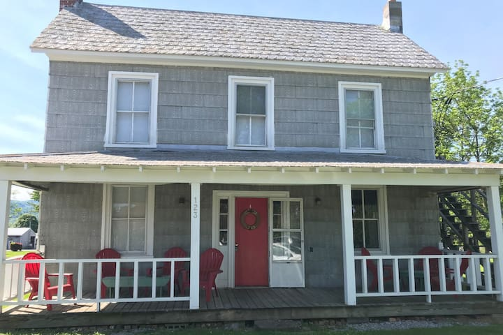 Cozy apartment style guest house in Hillsboro, Wv.