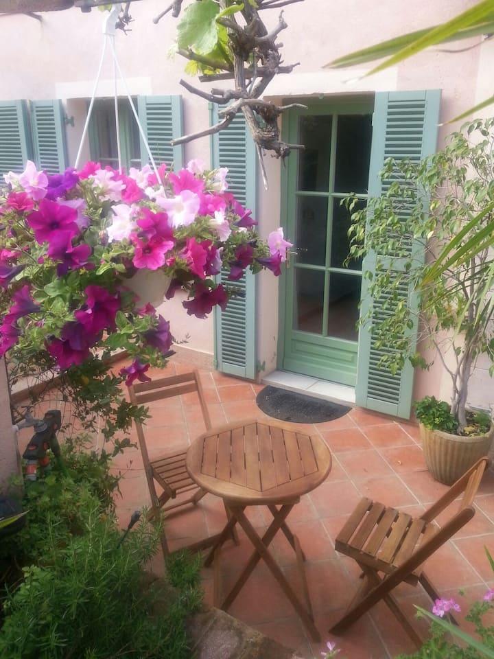 Studio provençal au calme à 5 km de Cannes
