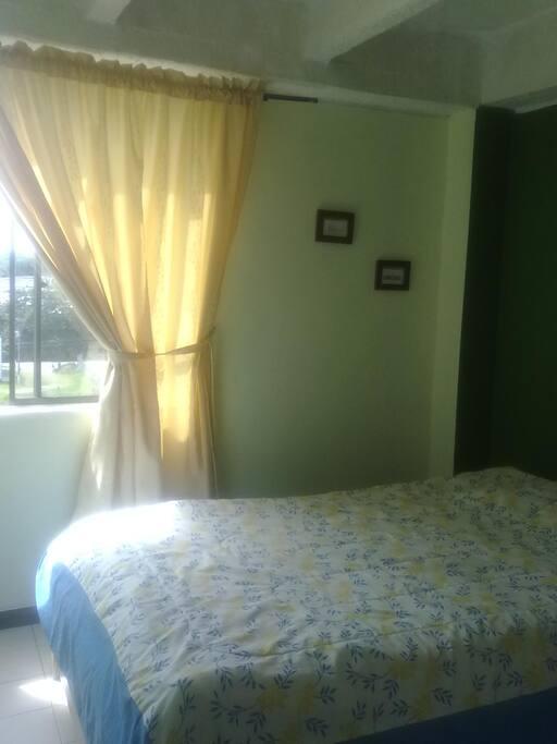 habitación cama semidoble