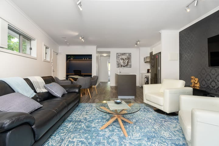 Luxury 2BR/2BA Apartment with parking at The Vue