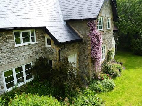 The Old Farmhouse, Cwmygerwyn