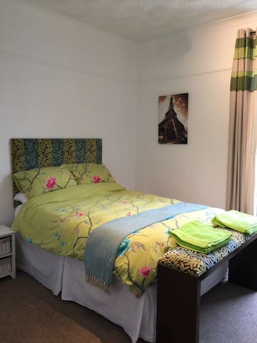 Central, urban room near Uni. - Plymouth - Daire