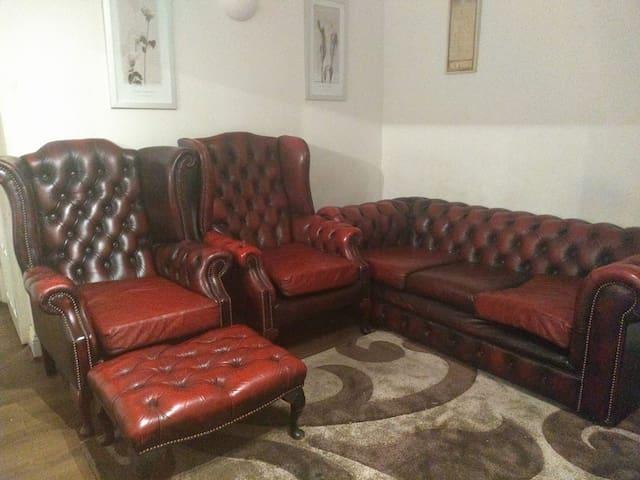 Double Bedroom in a welcoming ground floor flat