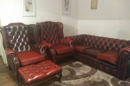 LOVELY GROUND FLOOR BEDROOM IN WELCOMING COSY FLAT