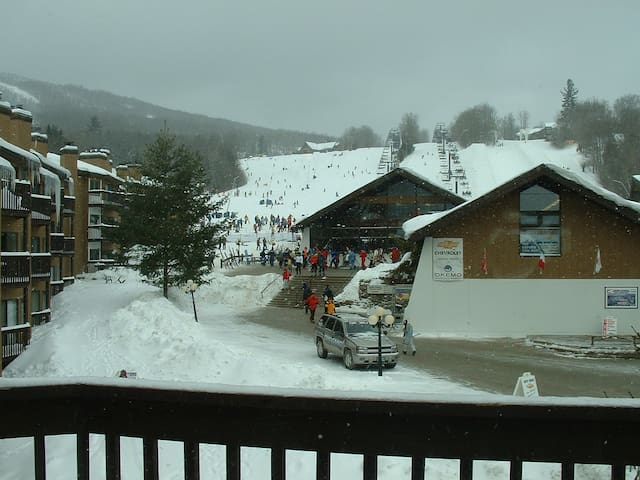 Quiet 1 BR condo at Okemo Base Lodge,  Sleeps 4-5 - Ludlow - Condominio