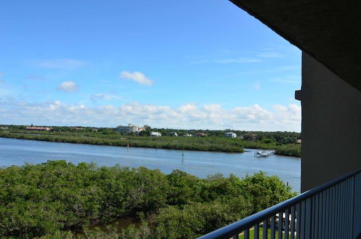 Beautiful water view in 1bd/1ba condo