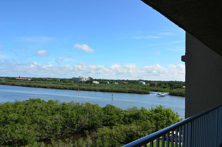 Beautiful water view in 1bd/1ba condo