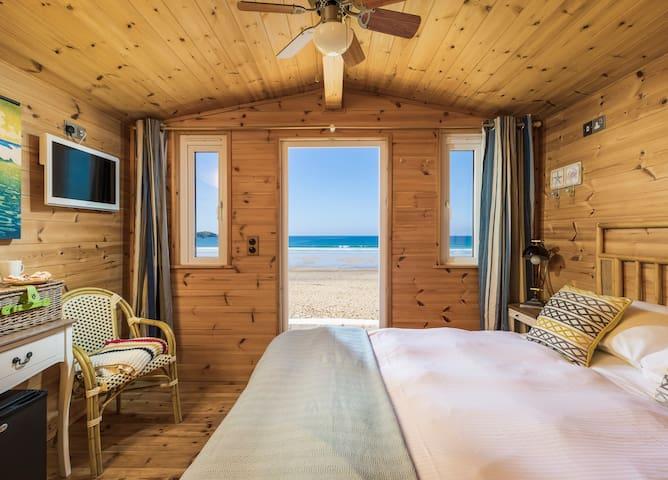 Beach Cabin 10