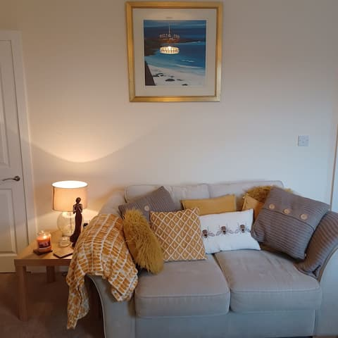 Holiday House minutes from the beach. Newly renovated throughout.