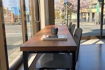 ラウンジのテーブル