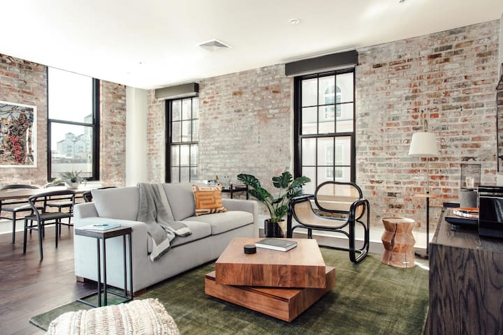 Warm 1BR in Warehouse District by Lyric