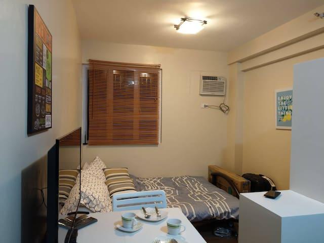 Cheap but comfy Lancris Residences Condo in P'ñque