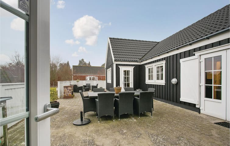 Holiday cottage with 3 bedrooms on 104 m² in Vejby