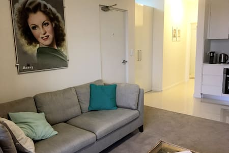 Bright & cosy 1 bedroom apartment in Brookvale - Brookvale - Departamento