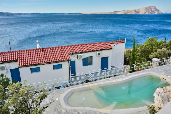 Apartment with a pool directly on the sea 1 - Donja Klada - Appartement
