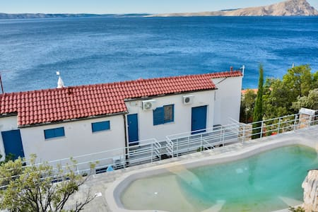 Apartment with a pool directly on the sea 1 - Donja Klada