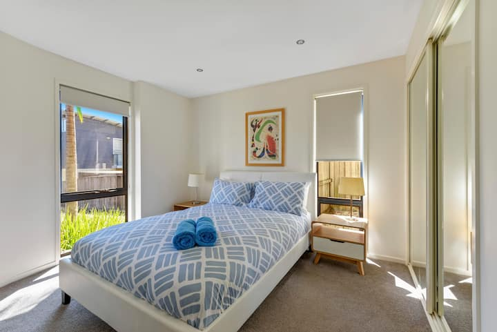 Perfect Jervis Bay location & fresh modern living