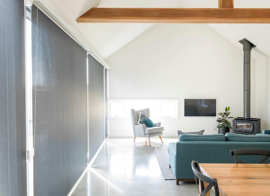 Living room - plenty of light