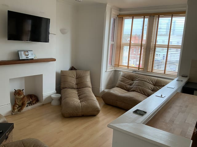 Close to Sea in Kemp Town - Private Flat & Balcony