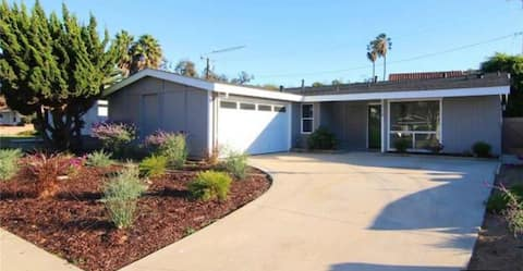 Mid-century Modern spacious home, great location!