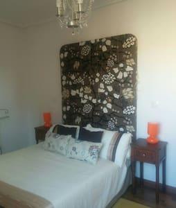 Habitación doble con baño privado - Sarón - Apartemen