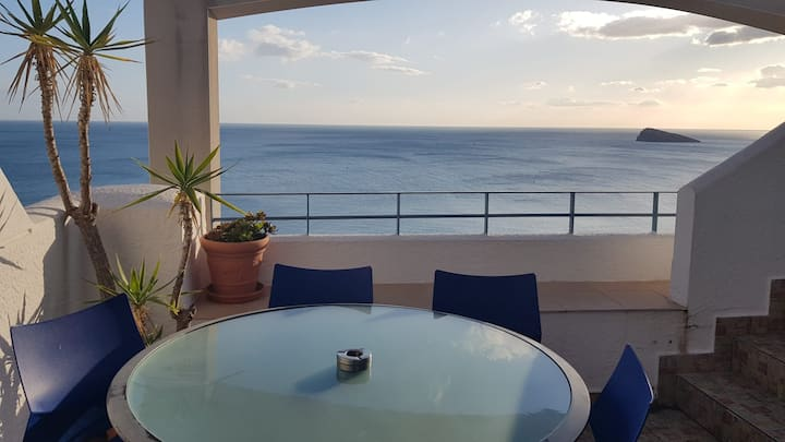 Top floor apartment with panoramic sea view