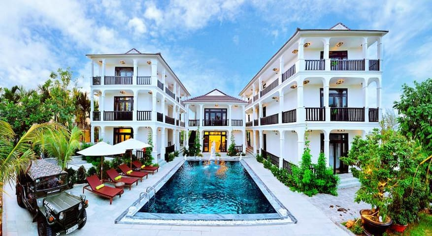 Balcony Deluxe with Pool View - Hội An - Вилла