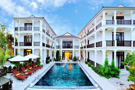 Balcony Deluxe with Pool View - Hội An - Vila