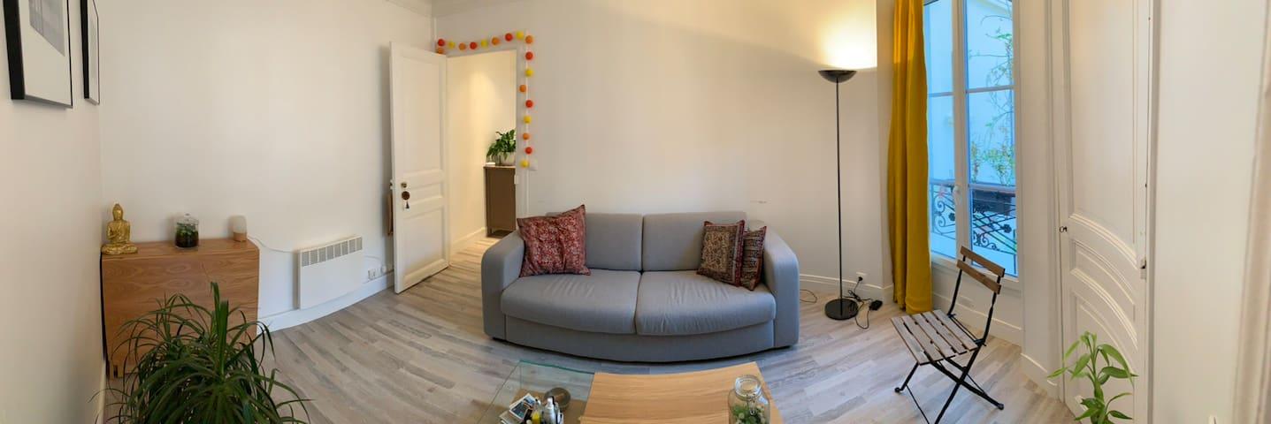 Salon avec canapé lit confortable