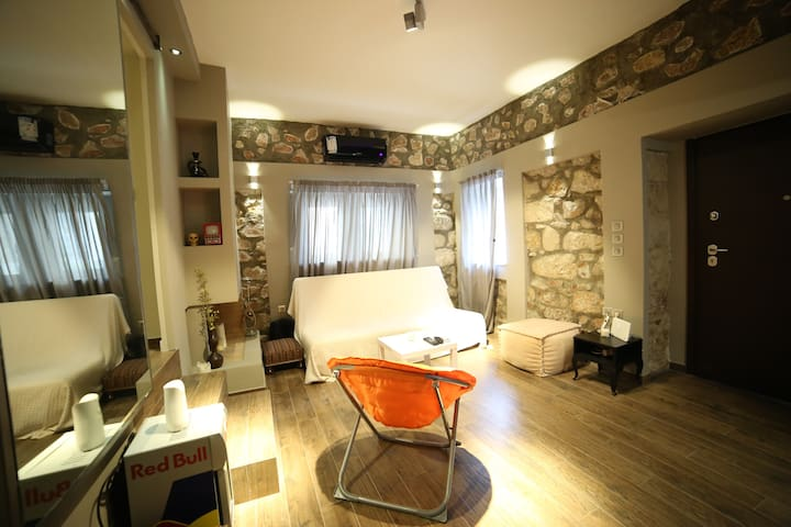 Unique stone made apartment with private backyard! - Alimos - Leilighet