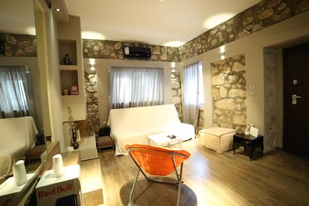 Unique stone made apartment with private backyard! - Alimos - Appartement