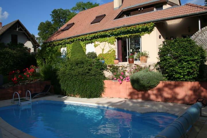 Jolie maison lumineuse et confortable - Mirebeau-sur-Bèze - Rumah