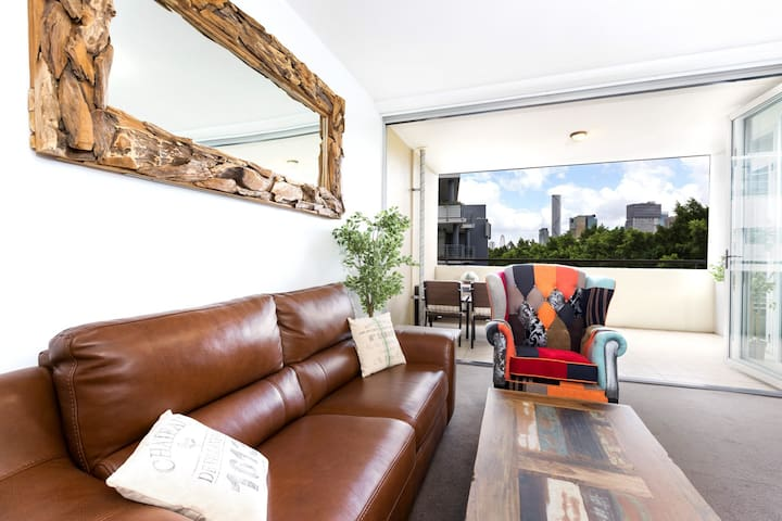 2 Bedroom South Bank Apartment Free Park & Wifi