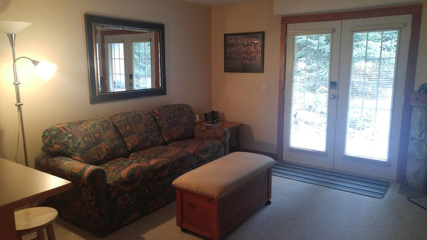Clean 1 br Condo. Ski in/Ski out. Close to village - Sun Peaks - Apto. en complejo residencial