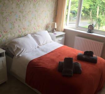 Lovely double bedroom - Wellesbourne - Casa