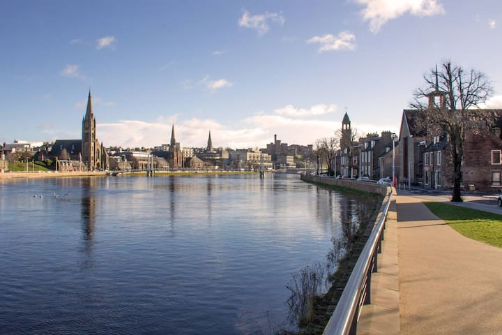 Riverbank Studio, City Centre - Inverness - Apartament