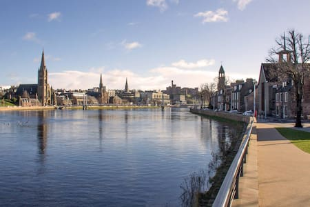 Riverbank Studio, City Centre - Inverness