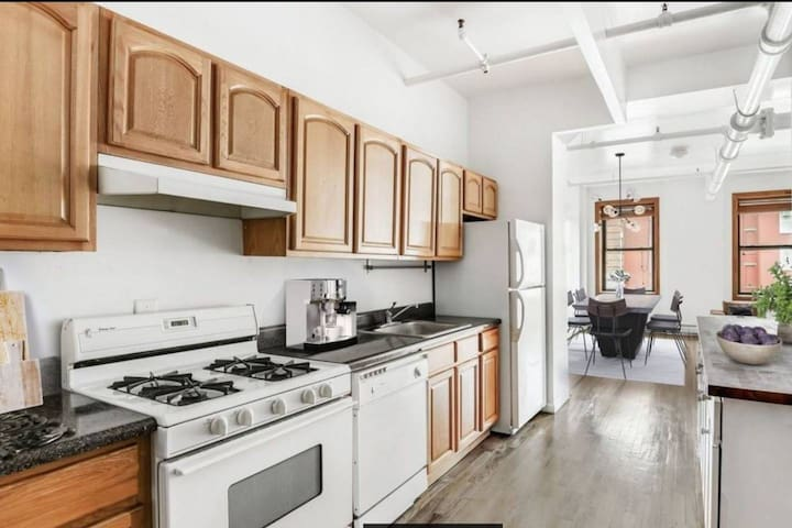 NEW! HUGE DESIGN LOFT w/ Rooftop in Williamsburg