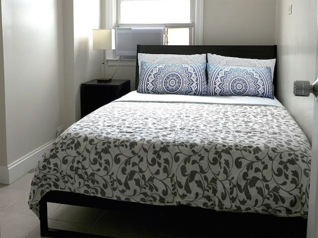 Small Private Room Near Airport New York City!