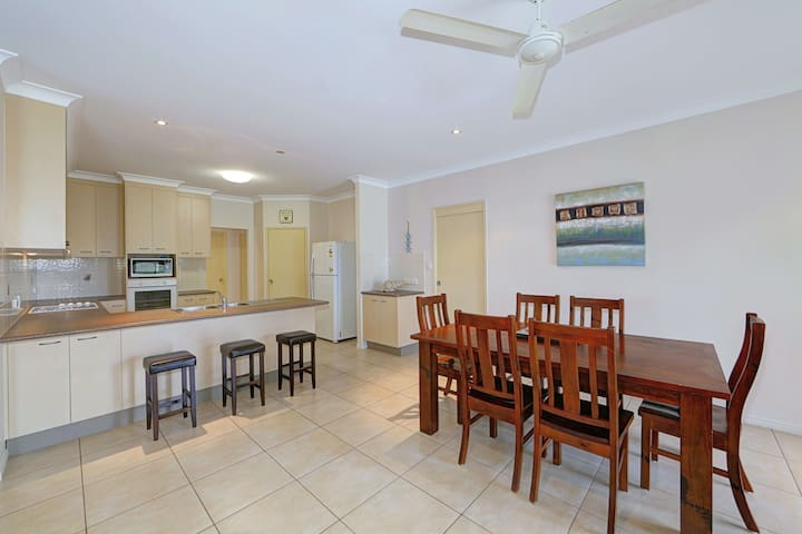 400 MTRS TO WOODGATE BEACH - Save up to 50%