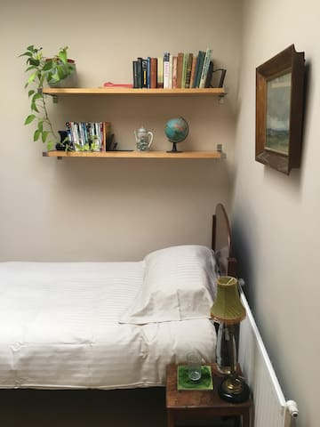 Quaint bedroom in central Bath
