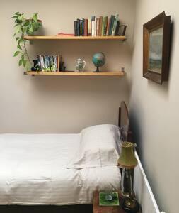 Quaint bedroom in central Bath