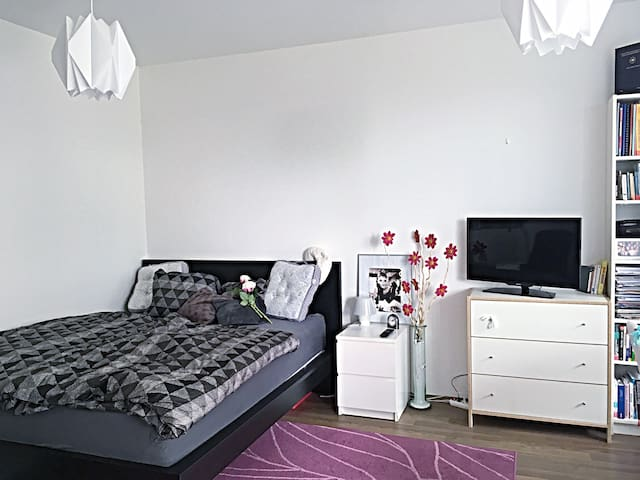 Light and cute studio with garden - Prague - Apartmen