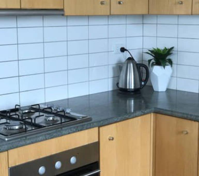 Spacious kitchen w/ full amenities