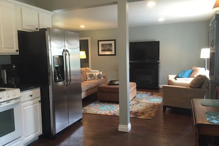 Pet Friendly 2 Bedroom Flat - Traverse City