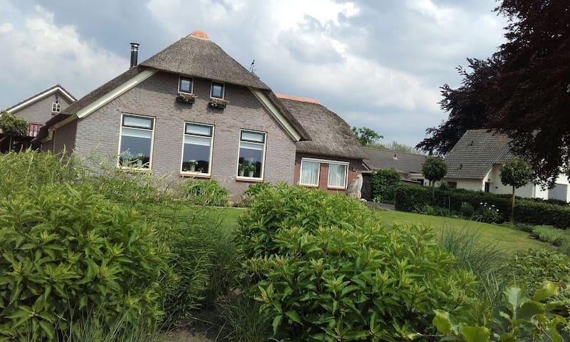 Slapen tussen de weilanden voormalige boerderij te huur for Opknap boerderij te koop gelderland