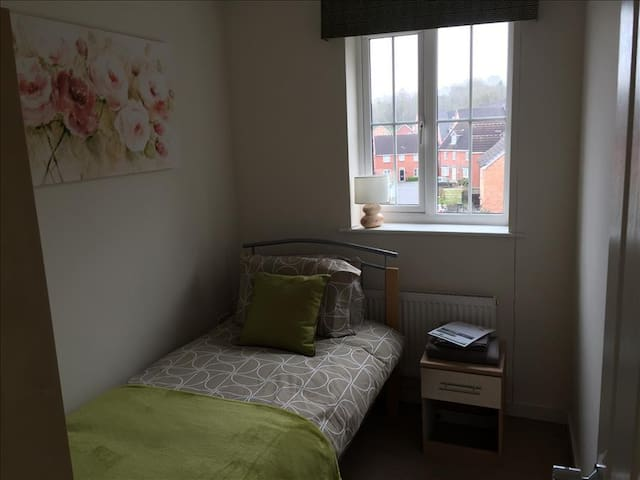 Private Single Bedroom with shared facilities - CV5