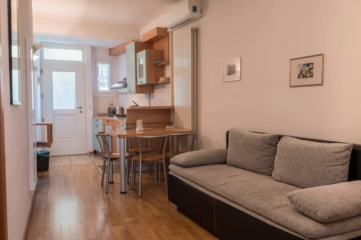 "Modern holiday apartment ""3. Piano - FeWo Bolzano"" with Wi-Fi, air conditioning and in an optimal position in the old town of Bolzano"