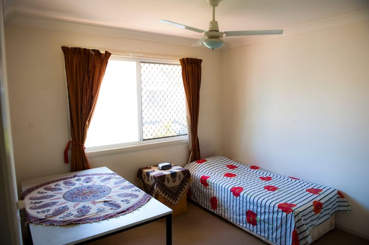 Room for rent in Wishart Brisbane near Garden City - Wishart